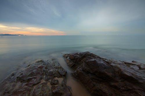 açık hava, ağır çekim, akşam karanlığı, deniz içeren Ücretsiz stok fotoğraf