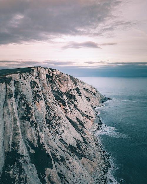 ドローン撮影, 崖, 水, 海の無料の写真素材