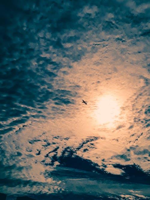 Бесплатное стоковое фото с крылья самолета, облако, солнечное сияние, утрачен