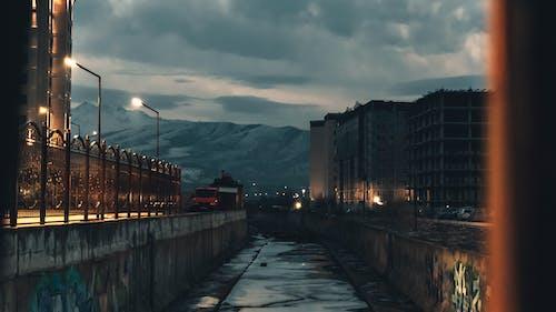 2019, 城市, 塗鴉, 山 的 免费素材照片