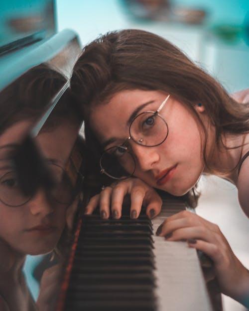 Δωρεάν στοκ φωτογραφιών με αντανάκλαση, γκρο πλαν, γυαλιά