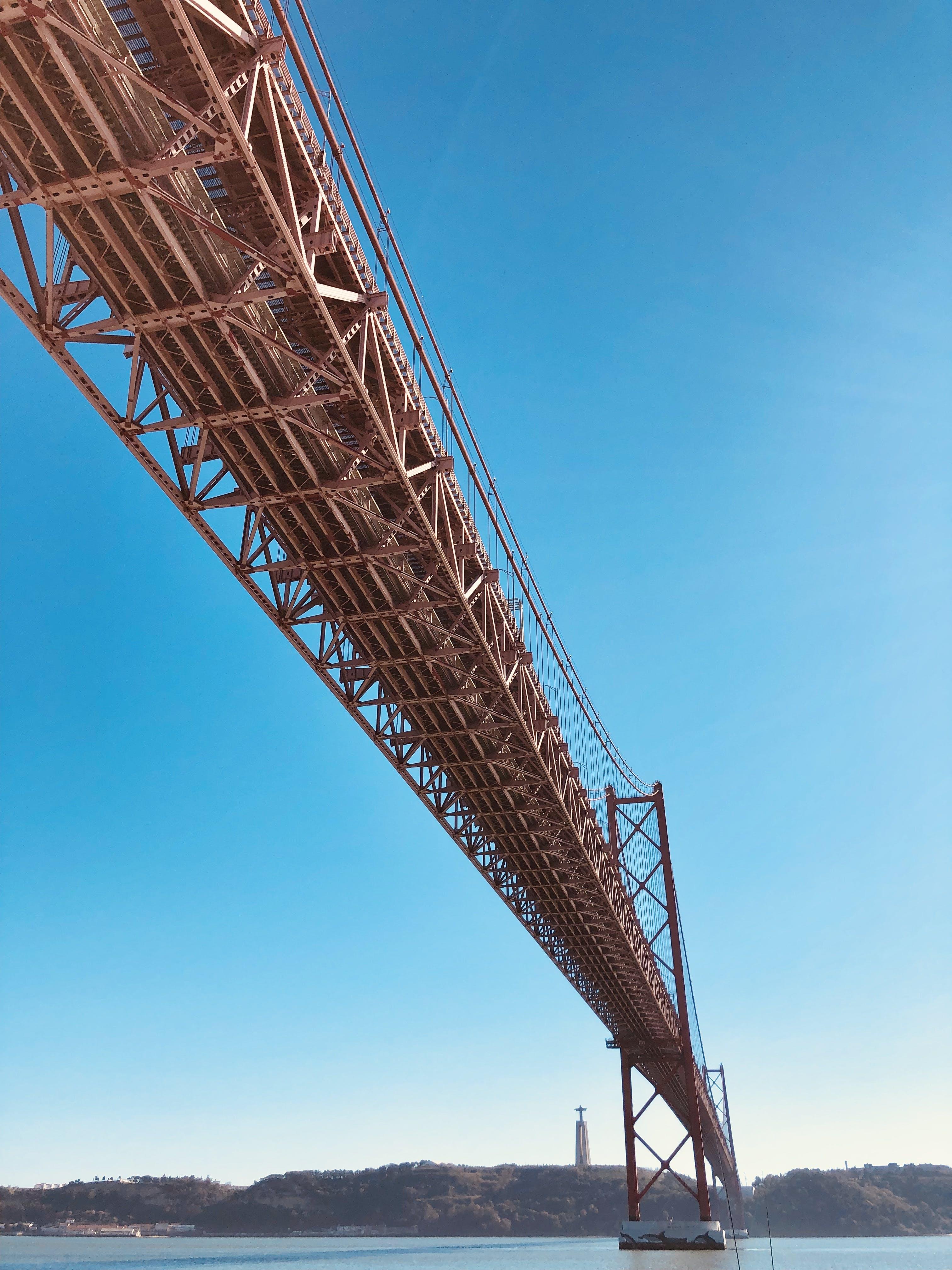 25 de abril köprüsü, altyapı, dar açılı çekim, dar açılı fotoğraf içeren Ücretsiz stok fotoğraf