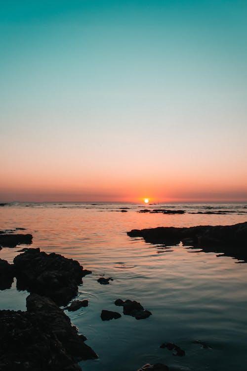 Ilmainen kuvapankkikuva tunnisteilla auringonlasku, auringonlaskun ranta, meri, ranta auringonlasku