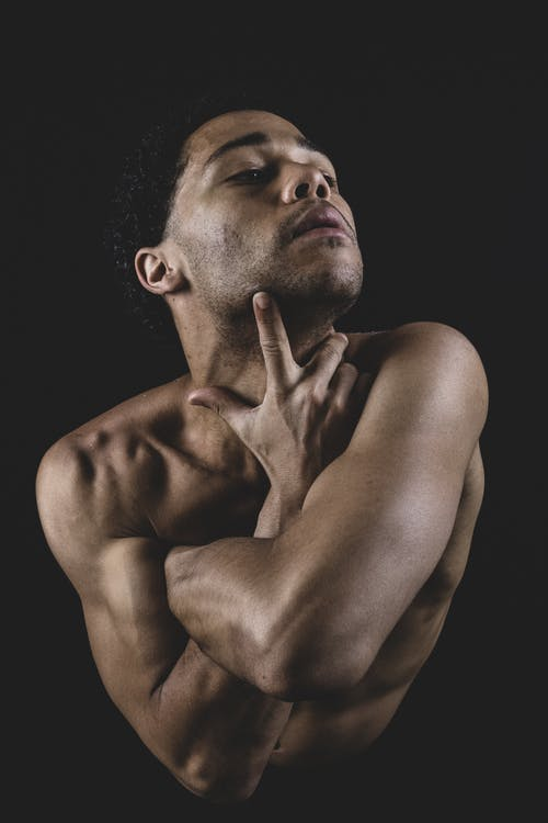 Ảnh lưu trữ miễn phí về anh chàng da đen, áo ngực trần, bắp tay, cãi lộn