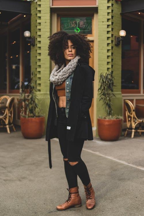 Photos gratuites de à la mode, bâtiment, beau, belle femme
