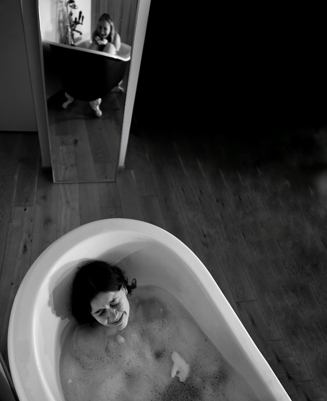 ayna, banyo, dişi, emmek içeren Ücretsiz stok fotoğraf