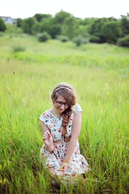 Kostnadsfri bild av bondgård, fält, glasögon, gräs