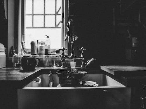 Greyscale Phoro of Sink