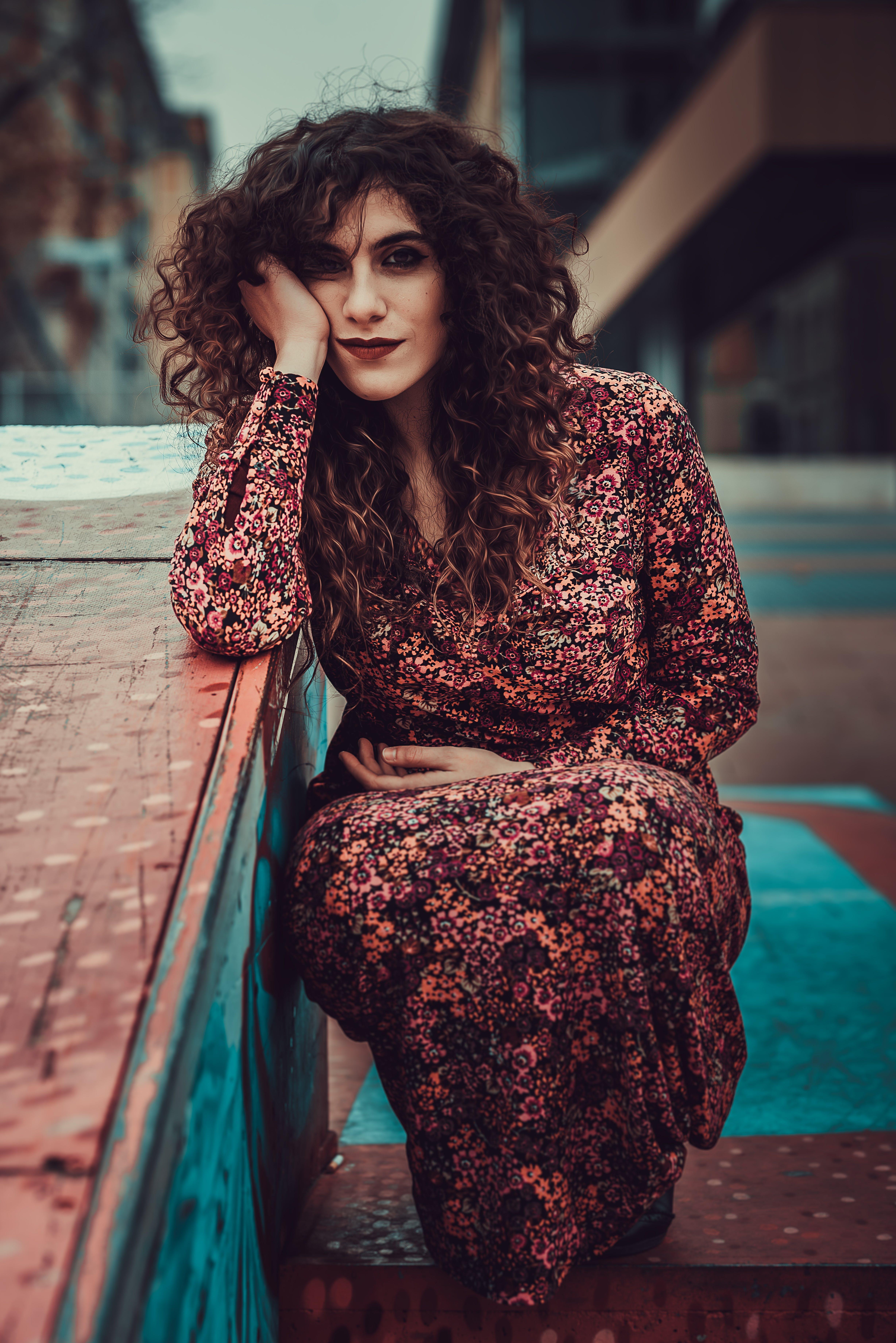 Základová fotografie zdarma na téma brunetka, dáma, dívání, focení