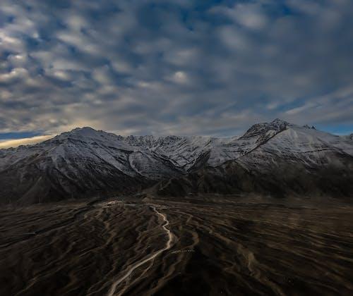 Kostnadsfri bild av berg, bergstoppar, dagsljus, dagtid