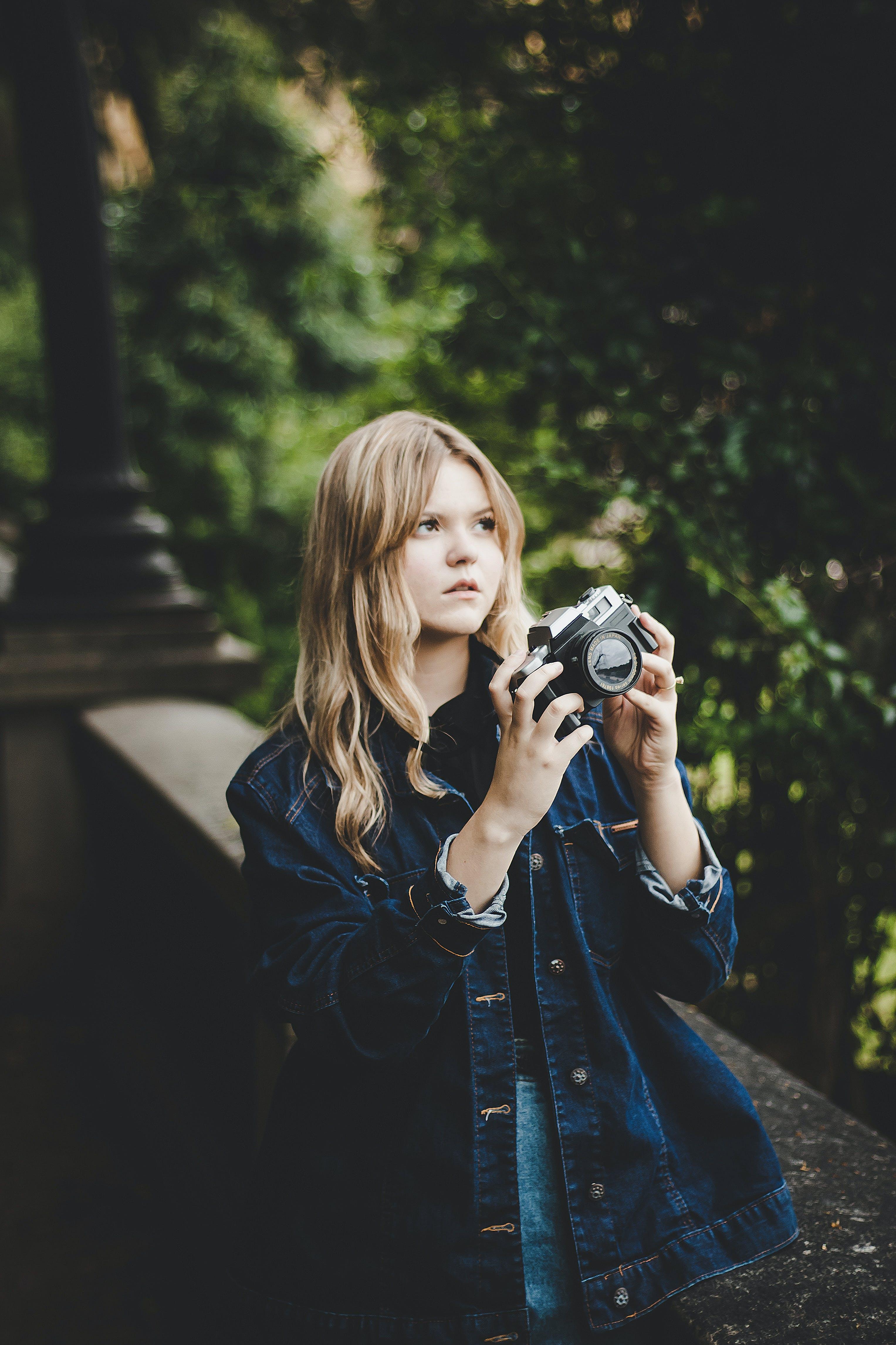 Kostenloses Stock Foto zu blond, fashion, fokus, fotoshooting