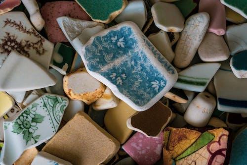 Безкоштовне стокове фото на тему «Кераміка, макрофотографія, морське скло, пляж»