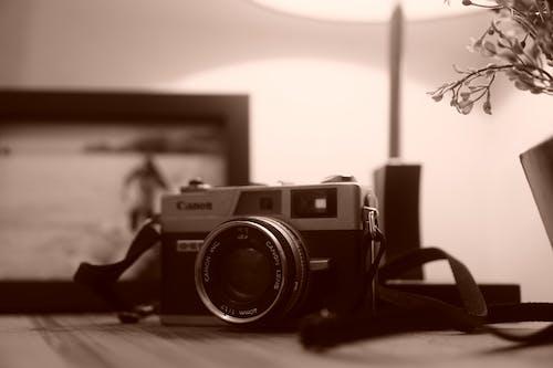 Kostnadsfri bild av analog kamera, kamerautrustning, levande färg