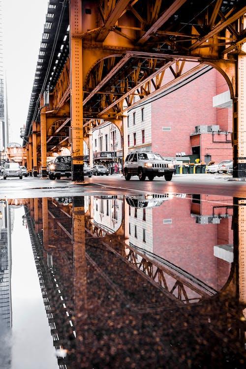 Gratis lagerfoto af arkitektur, biler, bro, bygning