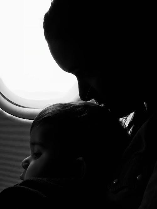 Foto d'estoc gratuïta de adult, avió, bebè, cares