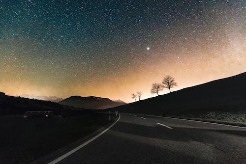Darmowe zdjęcie z galerii z astronomia, ciemny, cienie, droga