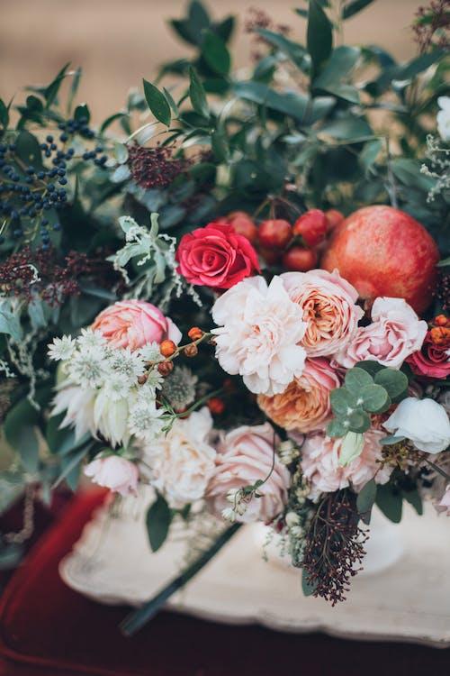 Foto profissional grátis de alimento, arranjo, arranjo de flores, bagas