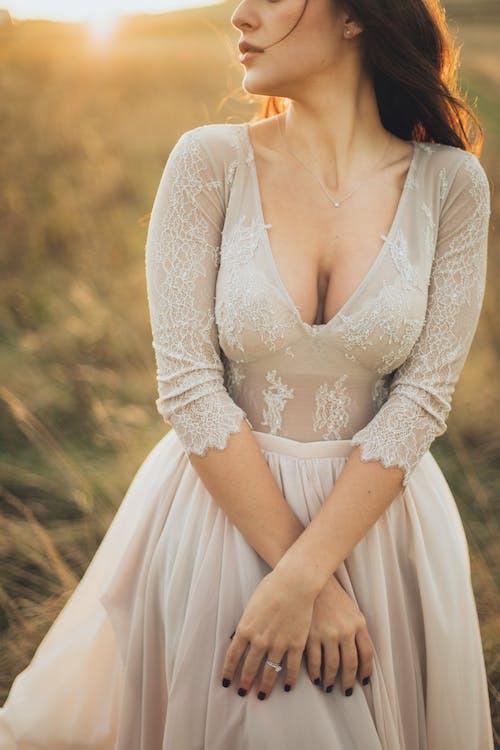 Gratis arkivbilde med aftenkjole, attraktiv, brudekjole, bruke