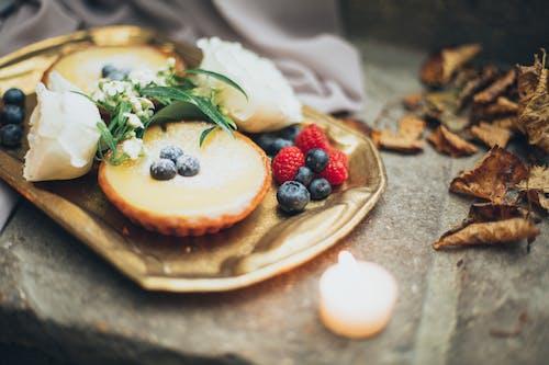 Gratis stockfoto met besjes, dienblad, eten, gebak