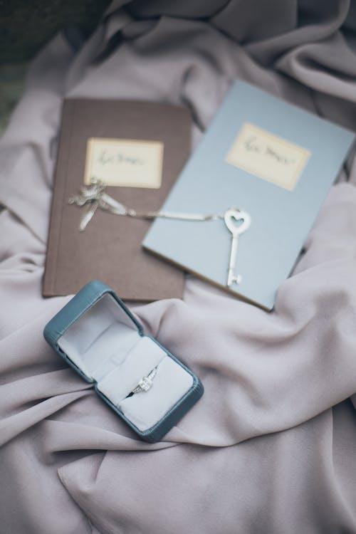 Foto profissional grátis de anel, anel de noivado, joalheria, joias