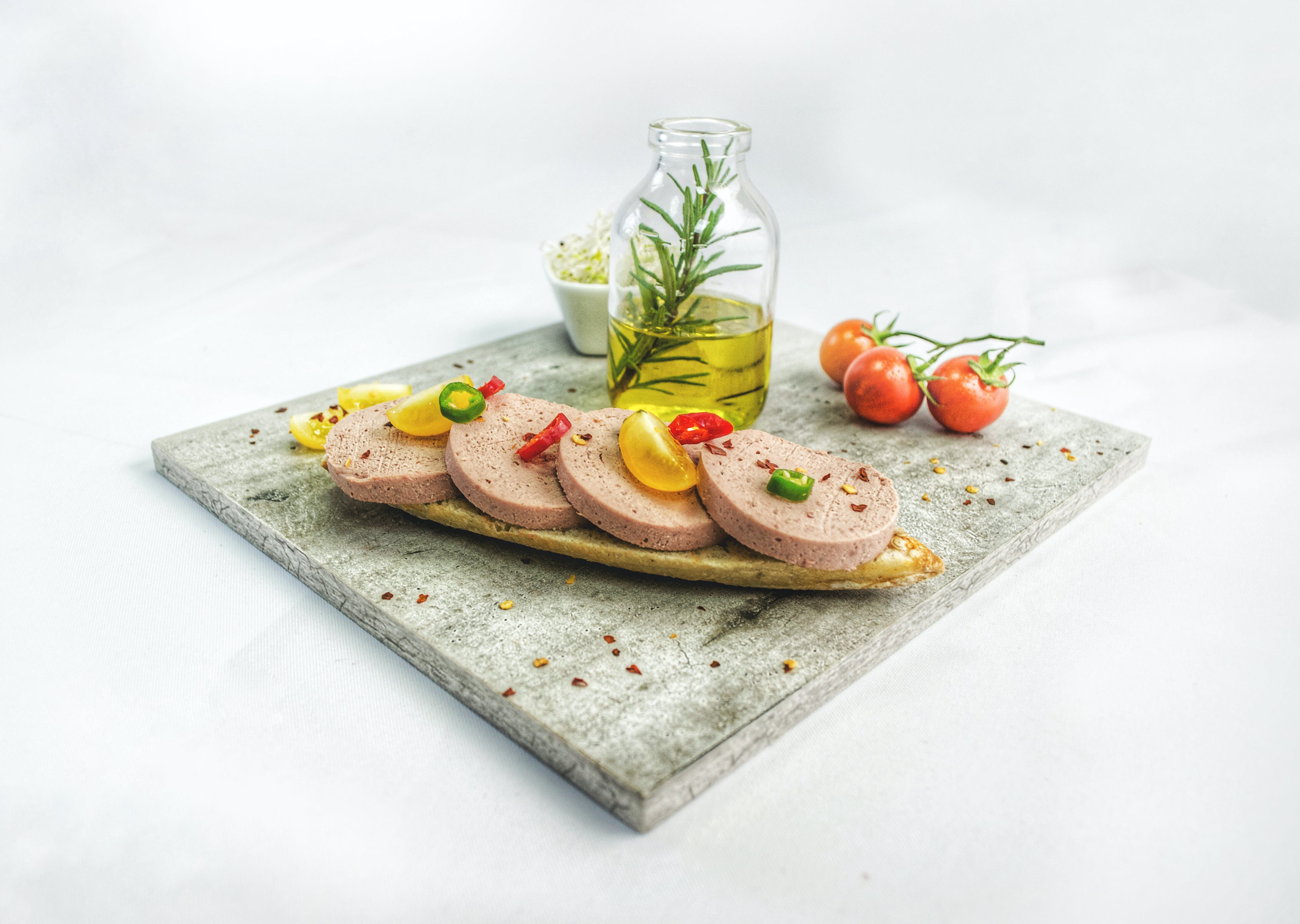 ağız sulandırıcı, dilimler, domates, ekmek içeren Ücretsiz stok fotoğraf