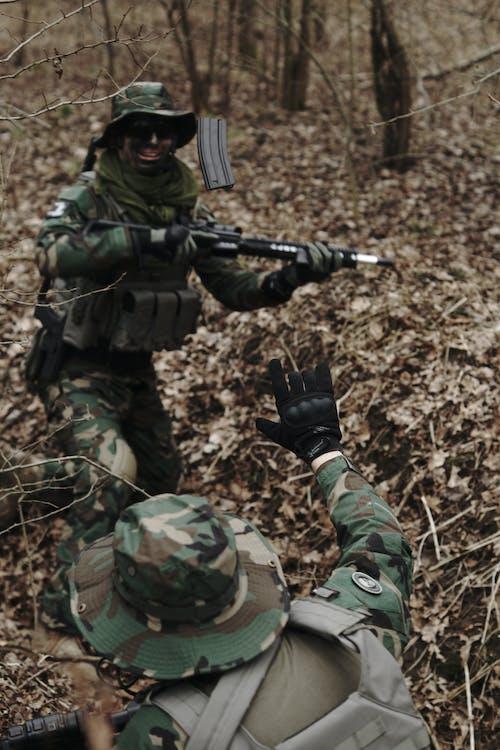 Gratis stockfoto met airsoft, bossen, geweer
