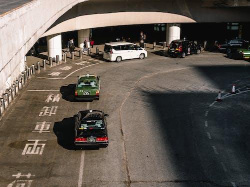 Darmowe zdjęcie z galerii z architektura, asfalt, auto, bruk