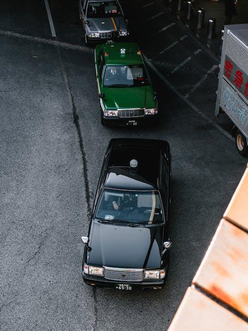 arabalar, asfalt, asfalt yok, hareket içeren Ücretsiz stok fotoğraf