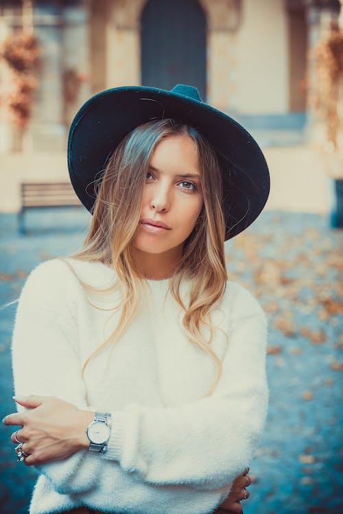 Безкоштовне стокове фото на тему «Photoshop, vincenzo giove, італійська дівчина, білий светр»