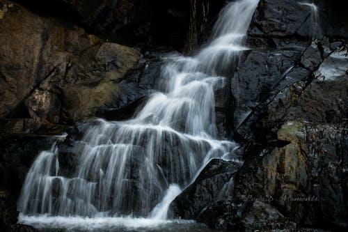 Gratis stockfoto met fracturen, rotsen, stroming, waterval
