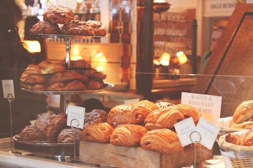 Kostenloses Stock Foto zu bäckerei, backwaren, brot, croissants