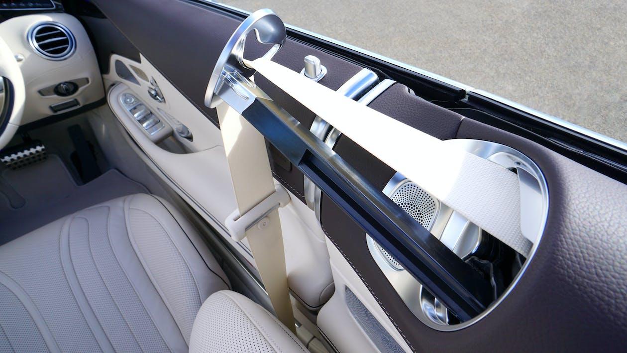 bil, bilinteriør, sikkerhedssele