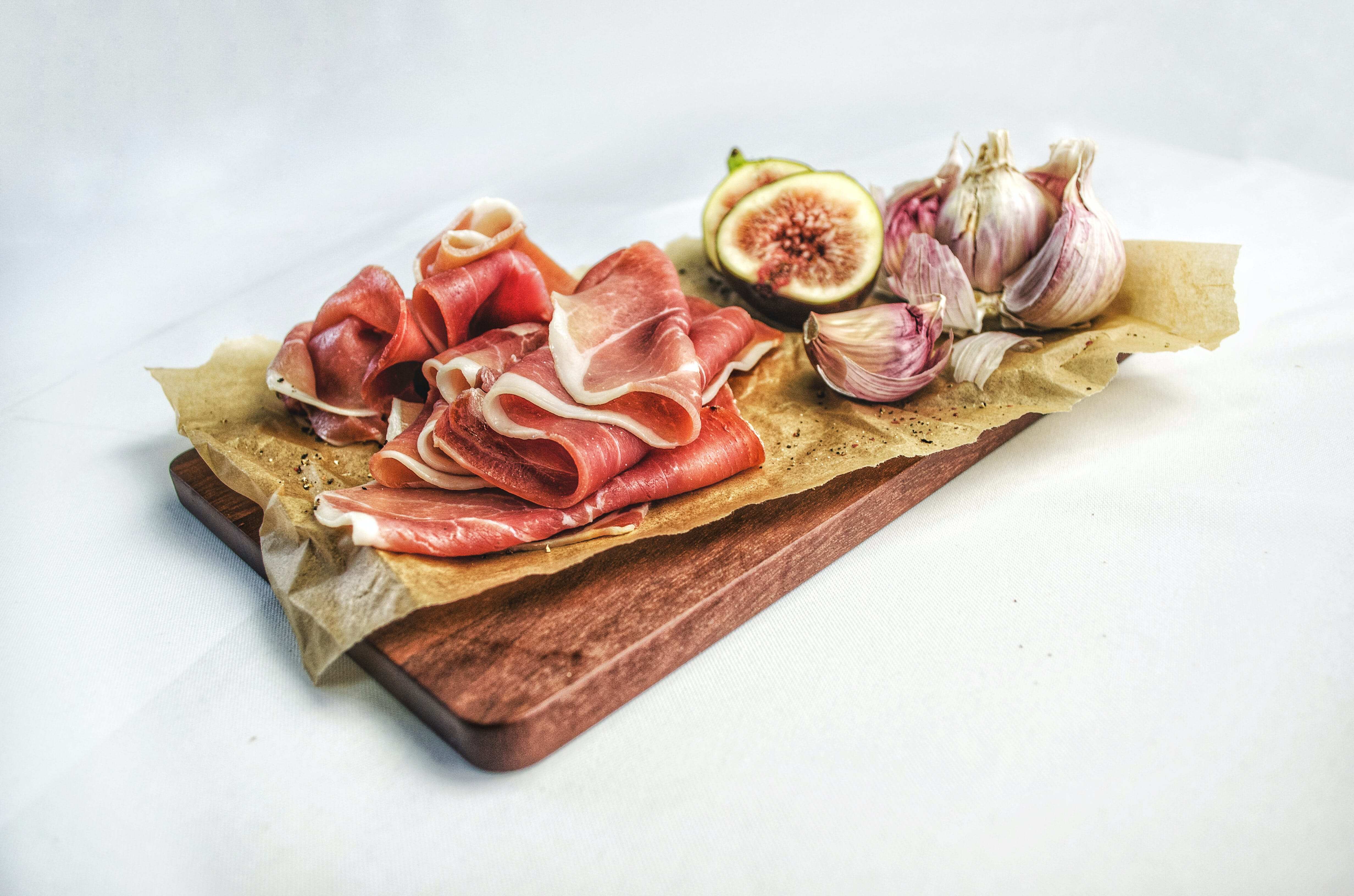 Bacon, Fig Fruit and Garlic Cloves