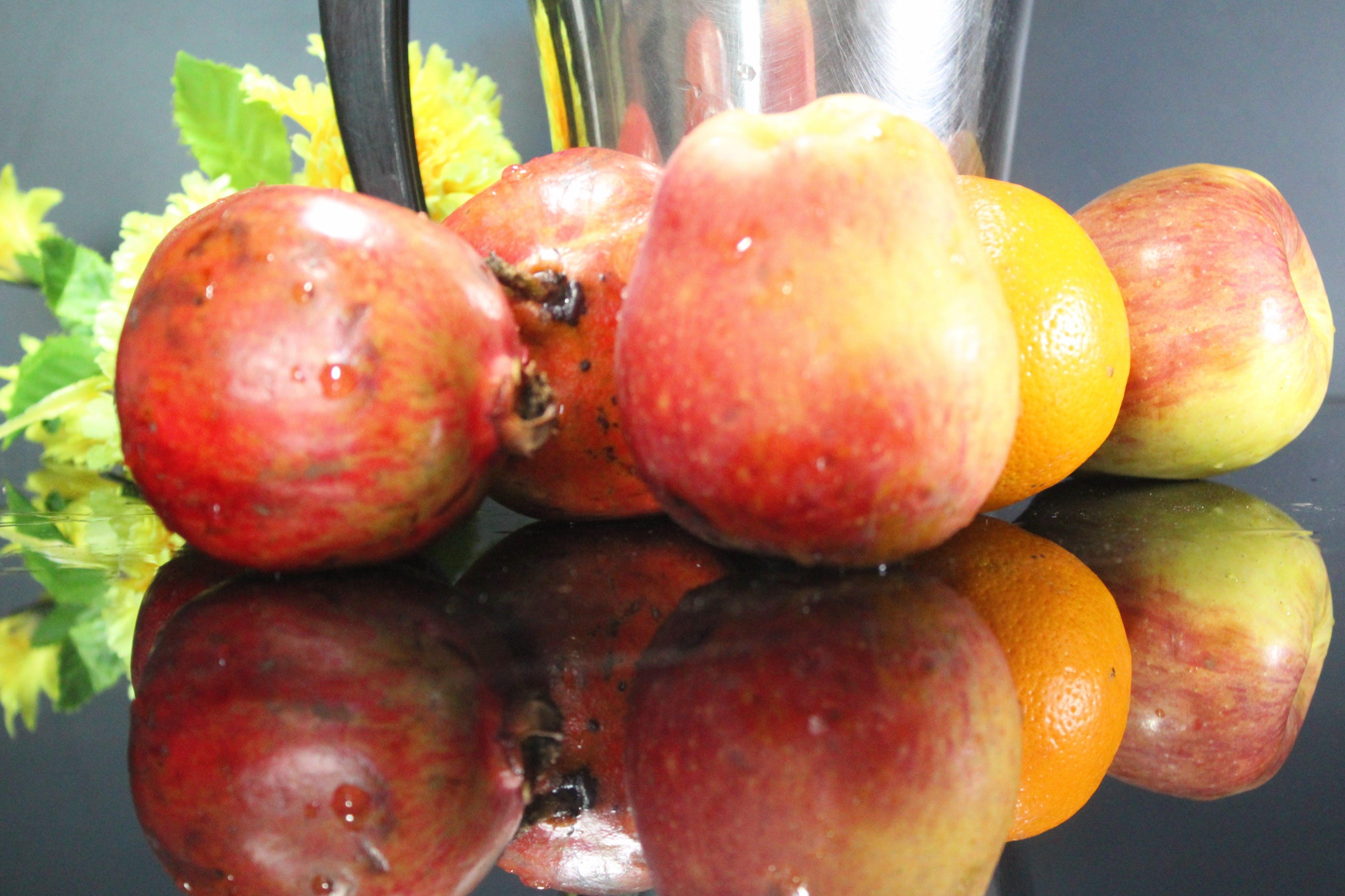 Základová fotografie zdarma na téma čerstvé ovoce, červené jablka, červené ovoce, ovocná šťáva