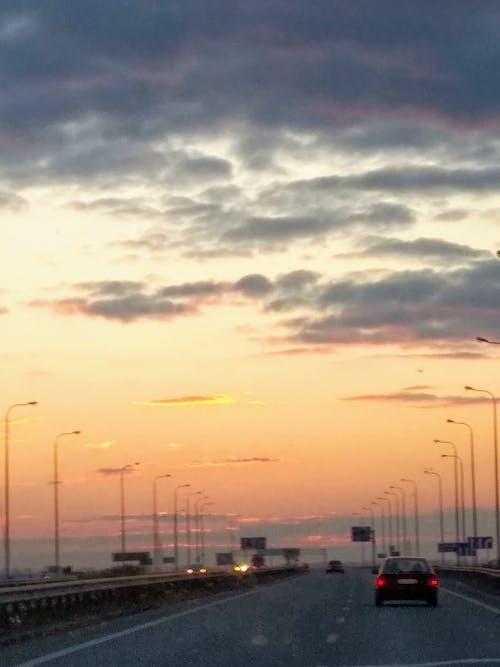 Gratis stockfoto met auto, avond, hemel, reis