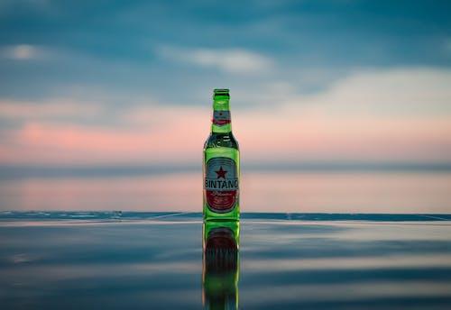 Kostenloses Stock Foto zu bier, flasche, getränk, reflektierung