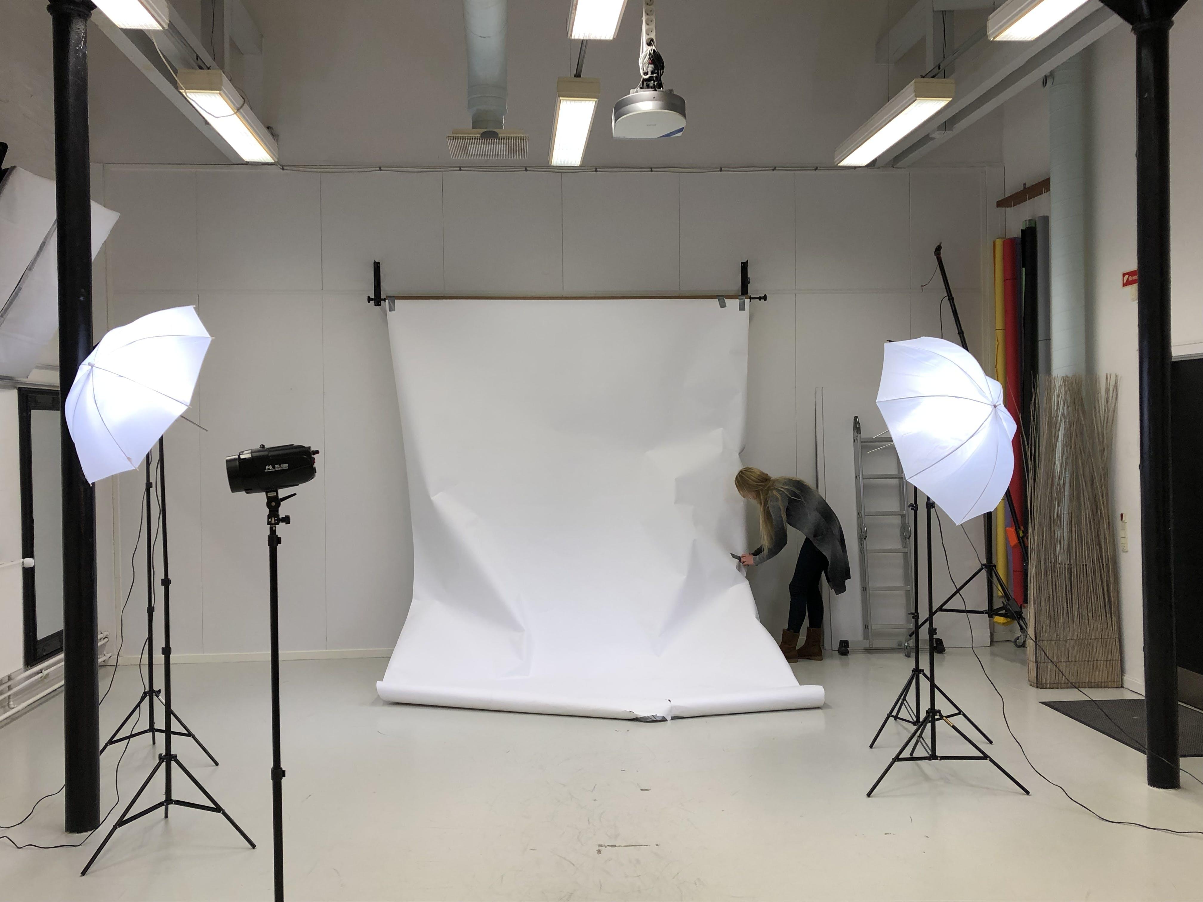 Kostenloses Stock Foto zu business, drinnen, festsetzung, fotostudio