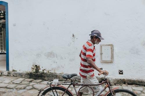 Kostnadsfri bild av äldre man, cykel, gammal person