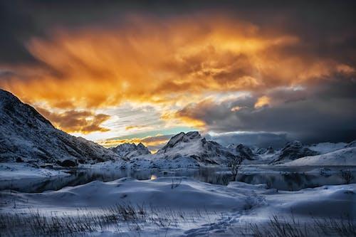 Gratis stockfoto met avond, bergen, bergtop, besneeuwd
