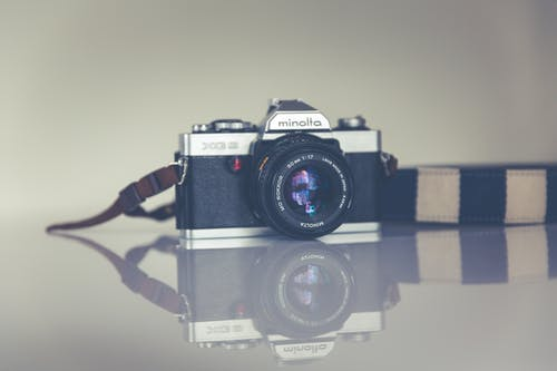 Gratis arkivbilde med analog, antikk, design, digitalt speilreflekskamera