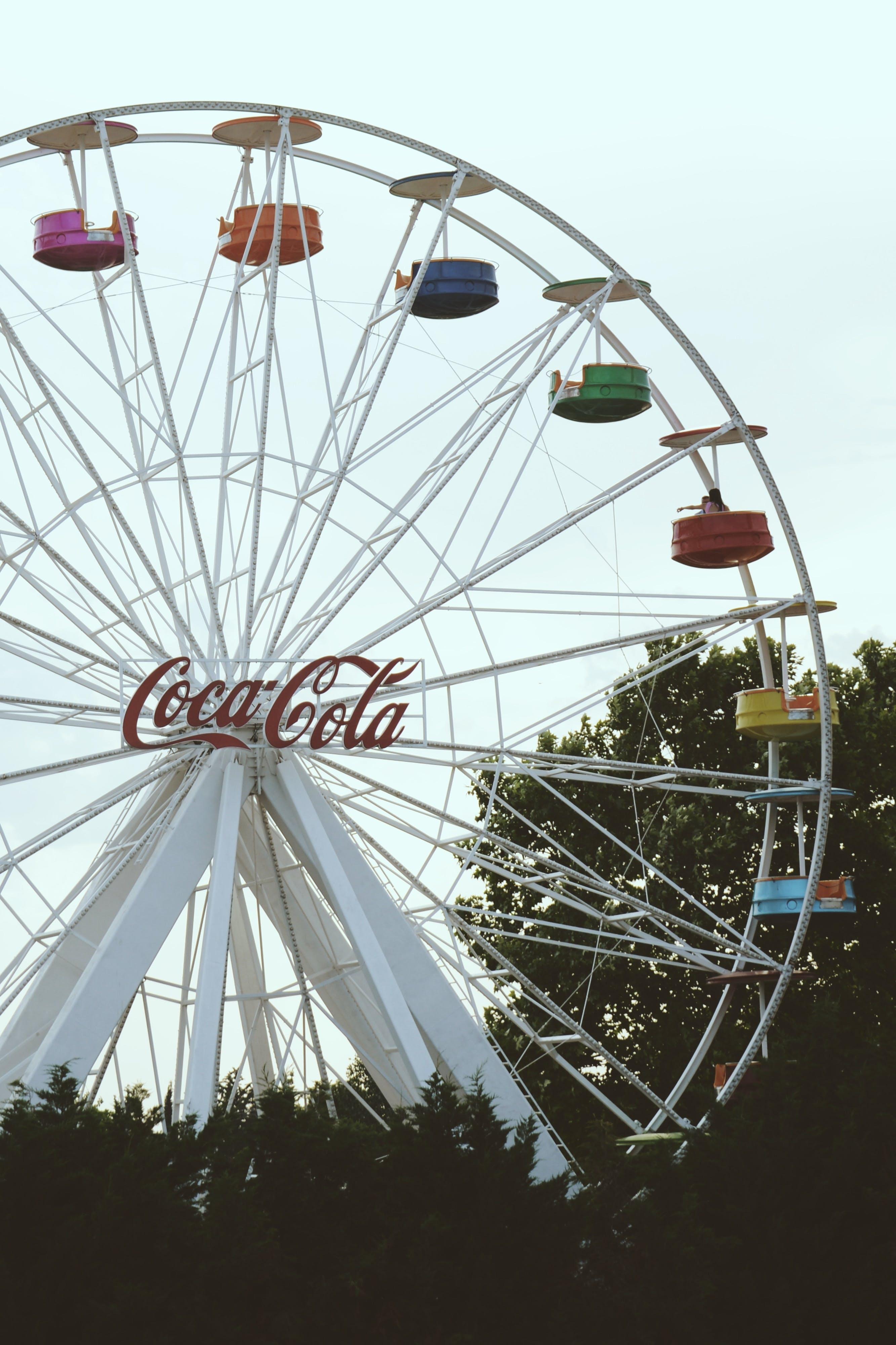 Kostenloses Stock Foto zu anzeige, bäume, bunt, coca cola