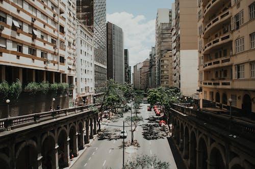 Foto d'estoc gratuïta de arquitectura, carrer, carretera