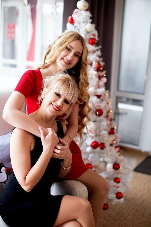 Kostenloses Stock Foto zu # girlande, #baum, #blondes, #familie