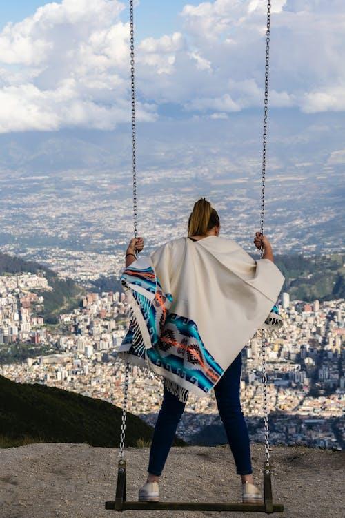 Foto d'estoc gratuïta de #ecuador, blanc, cabells rossos, cel blau