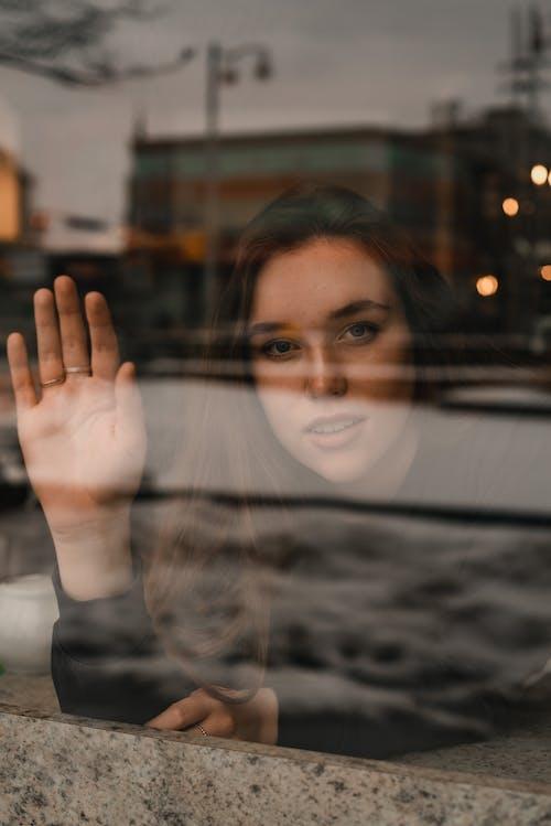 Бесплатное стоковое фото с взмах, городской, женщина, красивая