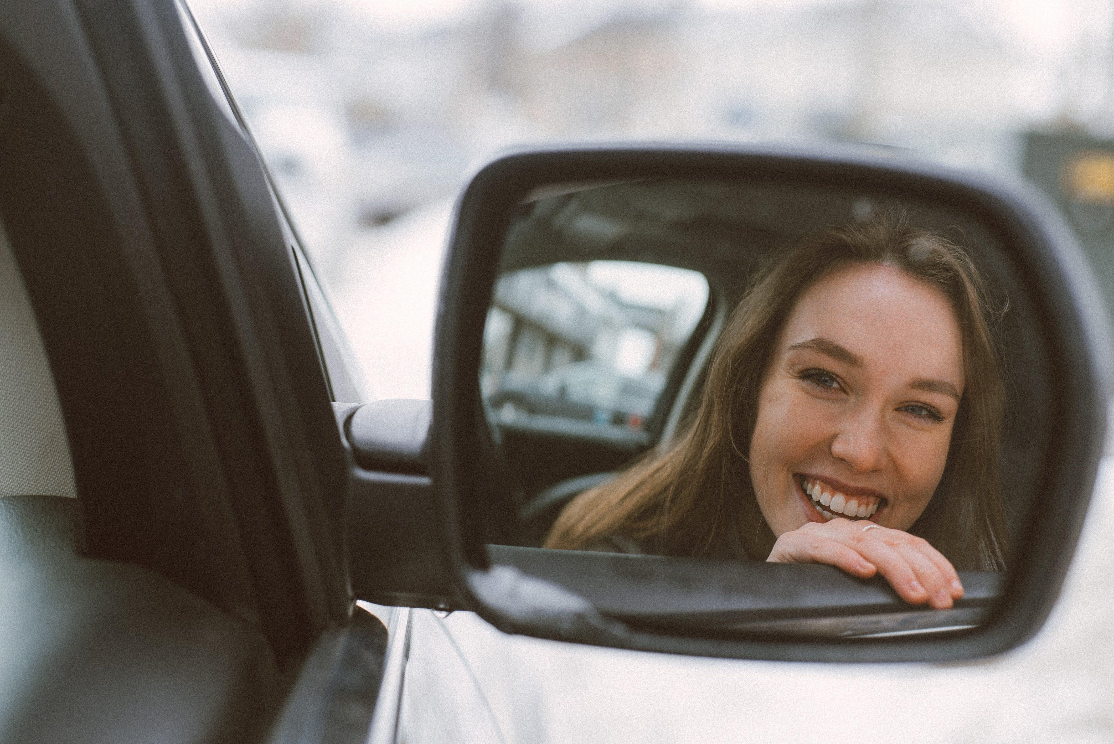 Gratis stockfoto met auto, autoraam, daglicht, glimlach