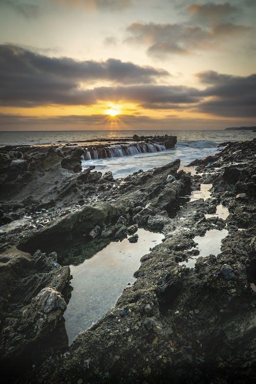 オーシャンビュー, ラグナビーチ, 夕日, 太陽の光の無料の写真素材