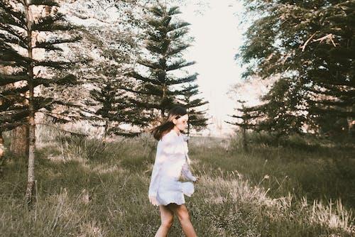 คลังภาพถ่ายฟรี ของ คน, ต้นไม้, ธรรมชาติ, ผู้หญิง