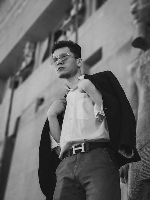 Foto d'estoc gratuïta de adult, blanc i negre, conjunt de roba, desgast