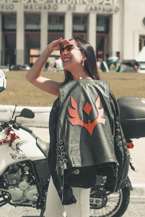 Foto d'estoc gratuïta de clareja, motocicle, mulheres, poder femení